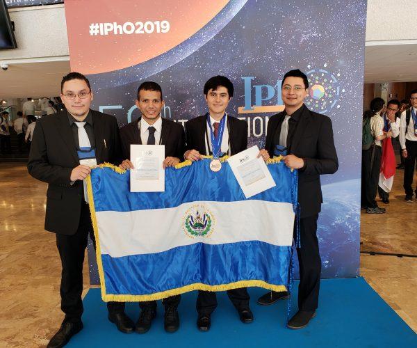 Medalla de Bronce y mención de honor en la IPhO 2019